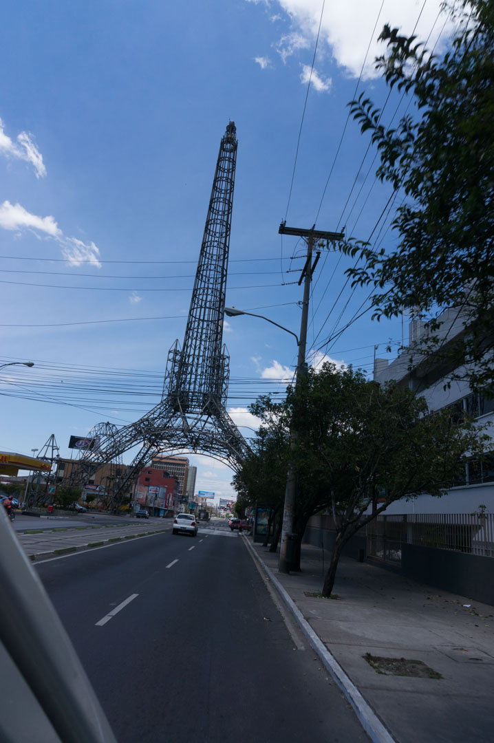 Einer der vielen Diktatoren von Guatemala wollte auch einen Eifelturm haben...